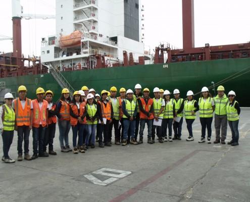 Especialidad de Operaciones Portuarias del liceo Domingo Santa María, en visita al Puerto de Arica.